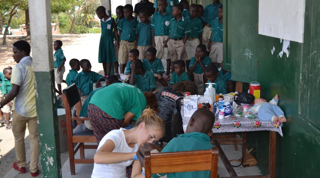 Medicine Projects Abroad volunteers participate in a medical outreach in Ghana during their pharmacy internship.
